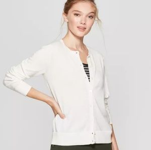 Casual Fit Long Sleeve Crewneck Button-Down Cardi